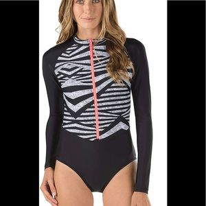 Speedo woman's one piece swimsuit large NWT zips